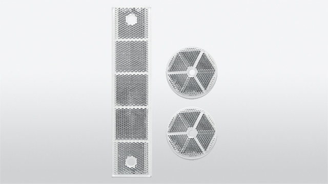 Set of impact-resistant reflectors with borehole